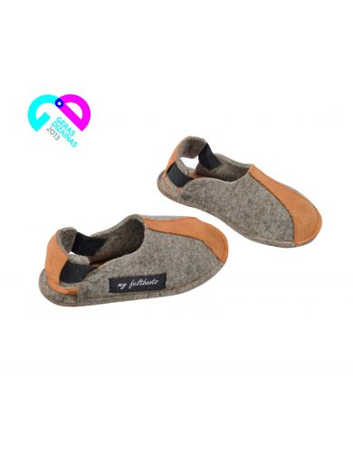Kids felt slippers